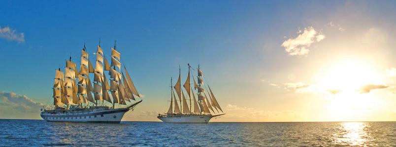 Star Clippers Flotte auf dem Meer bei Sonnenuntergang